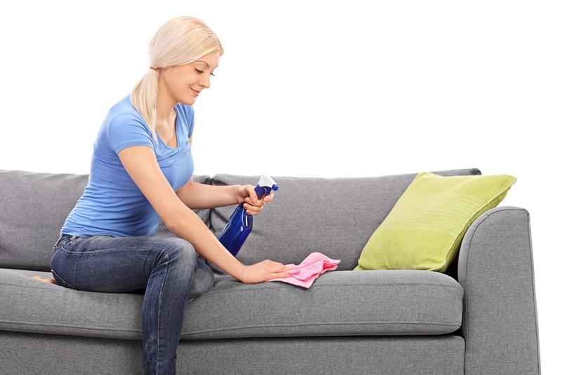 Можно ли самостоятельно очистить обивку дивана от пятна? Какие средства можно использовать?