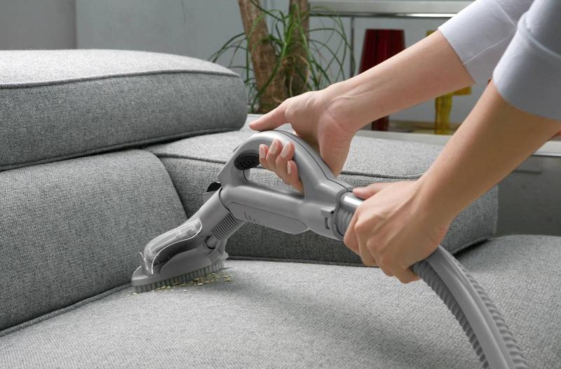 Как часто нужно чистить мягкую мебель и ковры?